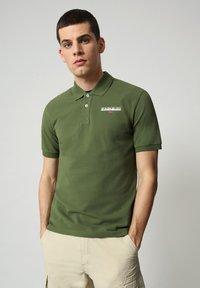 Napapijri - E-ICE - Polo shirt - green cypress - 0