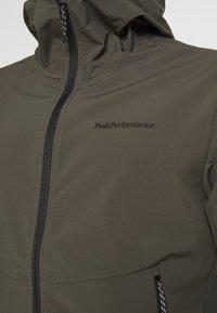 Peak Performance - ADVENTURE HOOD JACKET - Winter jacket - black/olive - 4