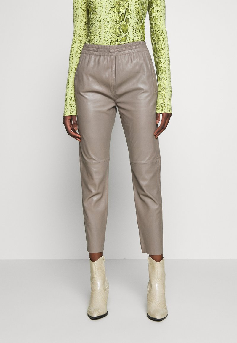 Oakwood - GIFTER - Leather trousers - mastic