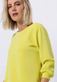 zero - Sweater - yellow lime - 3