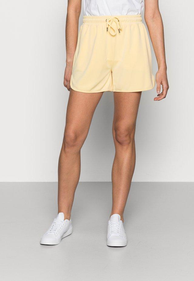 TERISA MERLA - Shorts - pale banana