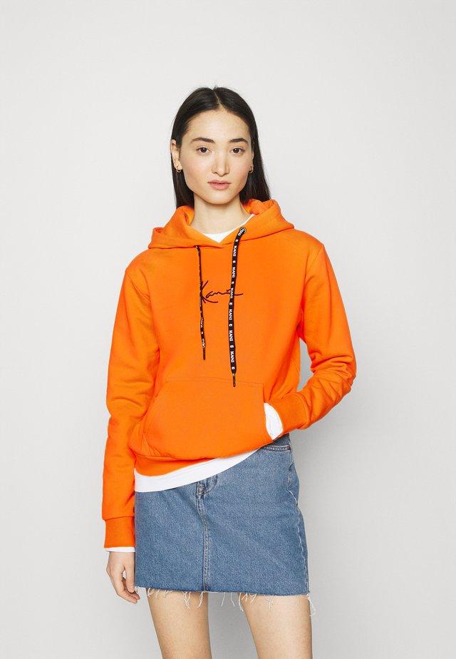 SMALL SIGNATURE HOODIE - Bluza - orange