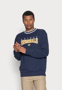 adidas Originals - SCRIPT CREW - Sweatshirt - navy - 0