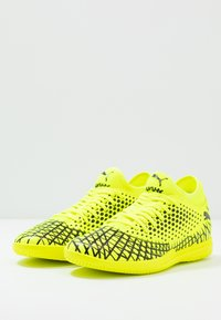 Puma - FUTURE 4.4 IT - Botas de fútbol sin tacos - yellow alert/black - 2