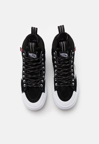 Vans - SK8 MTE 2.0 DX UNISEX - Sneakersy wysokie - black/true white - 3