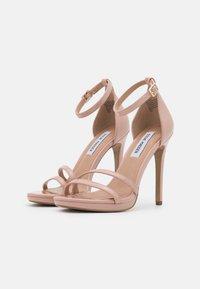 Steve Madden - BRYDGET - Sandály na platformě - blush - 2