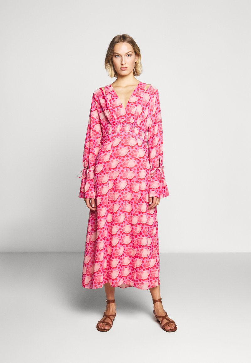 Three Floor - DEVOTED DRESS - Day dress - tomato red/chintz rose