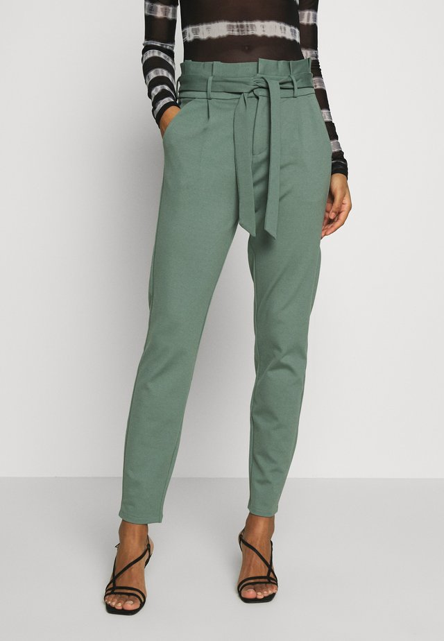 VMEVA LOOSE PAPERBAG PANT - Stoffhose - laurel wreath