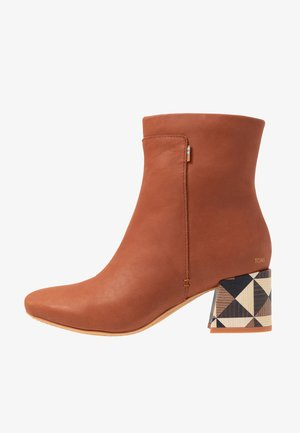 EMMY - Classic ankle boots - brown