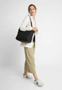 SURI FREY - ROMY BASIC - Tote bag - black - 1