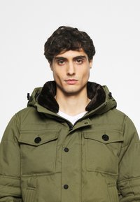 Tommy Hilfiger - REMOVABLE HOODED BOMBER - Winterjacke - green - 5