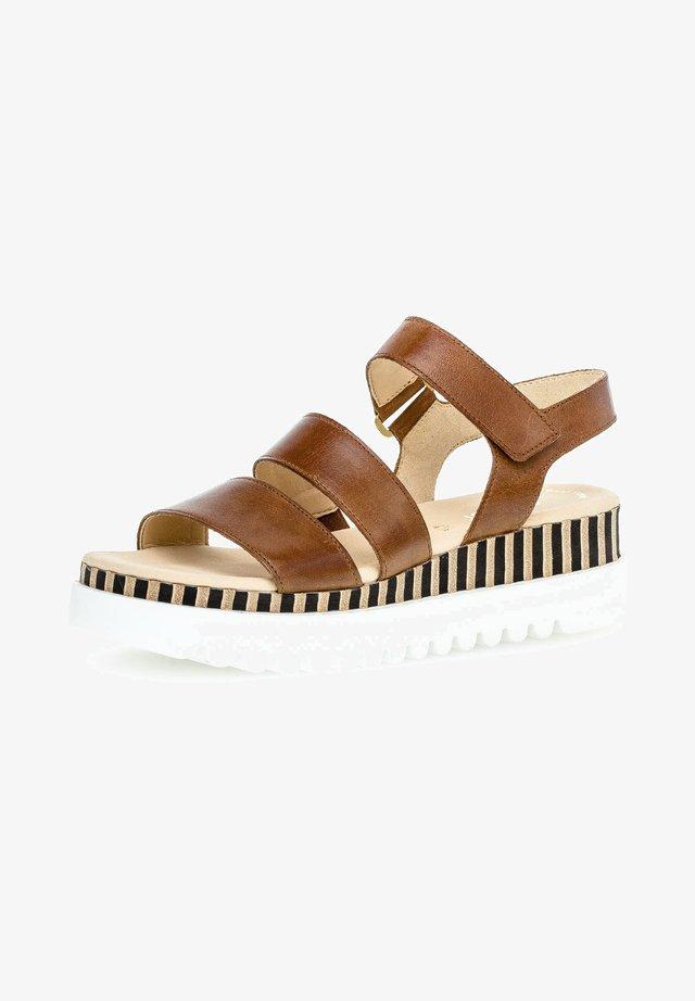 Sandalen met plateauzool - peanut (s./natur)