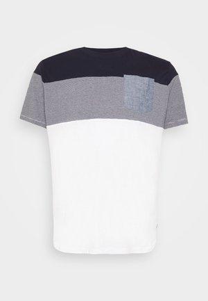 JJCONTRAST POCKET TEE CREW NECK - Print T-shirt - navy blazer
