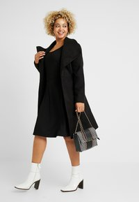 CAPSULE by Simply Be - LONGLINE BELTED WRAP COAT - Abrigo - black - 1