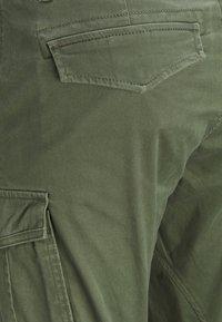 Jack & Jones - DRAKE CHOP AKM  - Cargo trousers - forest night - 5