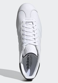 adidas Originals - GAZELLE - Trainers - white - 2