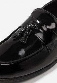 Topman - PRINCE PATENT LOAFER - Mocassini eleganti - black - 5