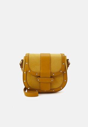 Taška spříčným popruhem - mustard yellow