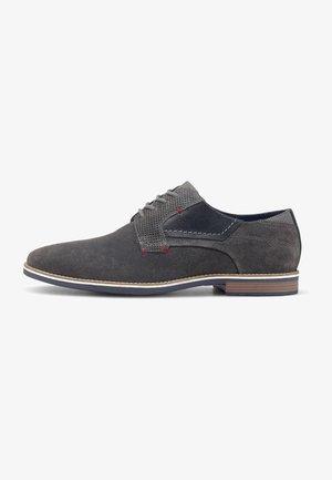 Chaussures à lacets - mittelgrau