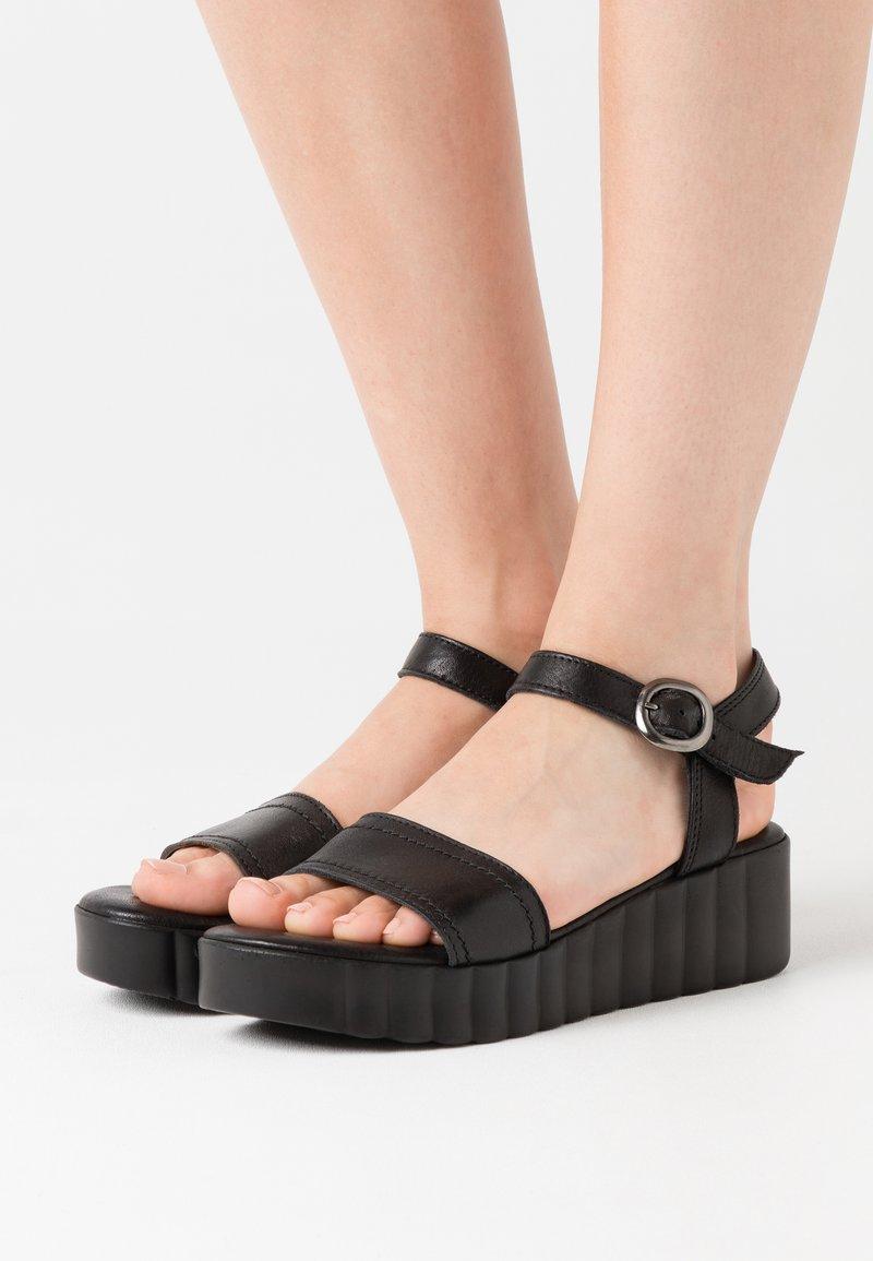 Tamaris - Sandalias con plataforma - black