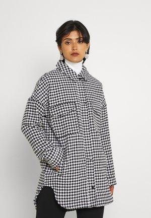 HOUNDSTOOTH SHACKET - Short coat - black