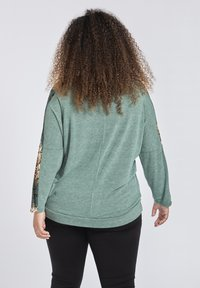 SPG Woman - MIT SCHLANGENMUSTER - Longsleeve - dark green - 2