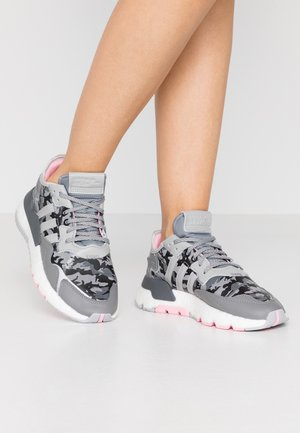 NITE JOGGER  - Trainers - true pink/grey two/grey five