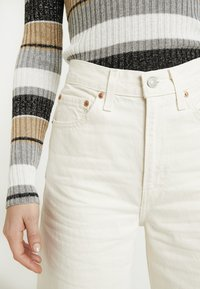 Levi's® - RIBCAGE WIDE LEG - Flared jeans - icy ecru - 5
