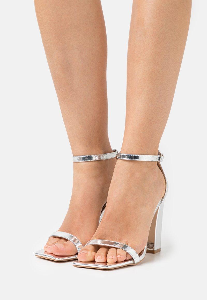 Glamorous Wide Fit - Sandalias - silver mirror