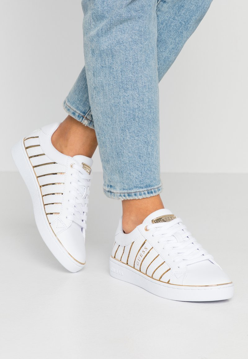 Guess - BOLIER - Sneakers laag - white/gold