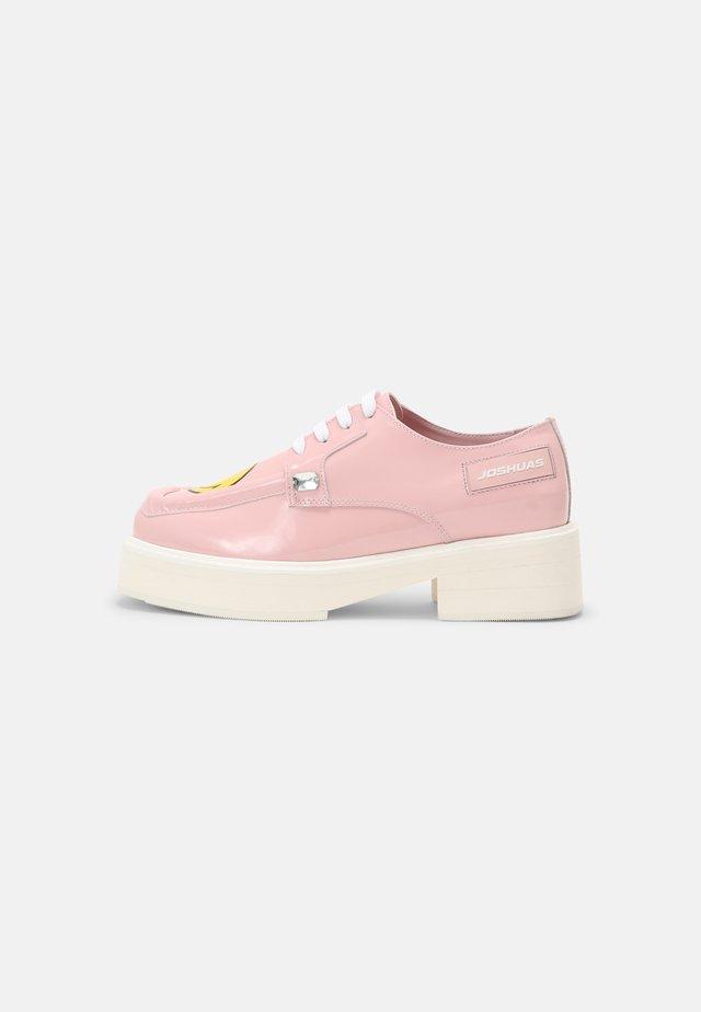SMILE - Veterschoenen - pink
