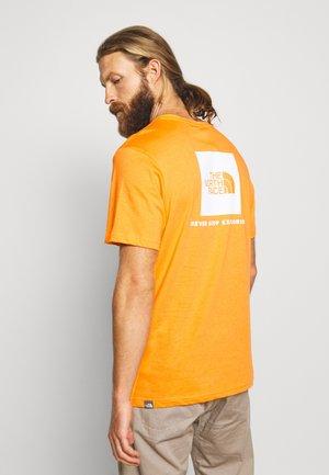 BOX TEE - Triko spotiskem - flame orange