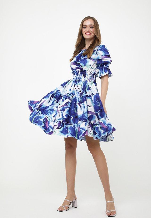 Vestito estivo - weiß  kornblumenblau