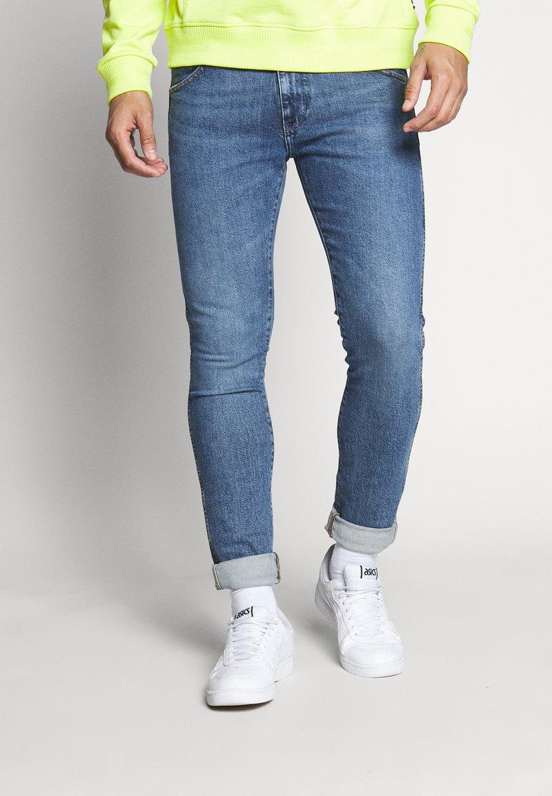 Wrangler - BRYSON - Jeans Skinny Fit - flint stone