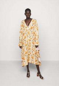 Mother of Pearl - V NECK DRESS WITH PIN TUCKS AND BUTTONS - Vapaa-ajan mekko - poppy peach - 1