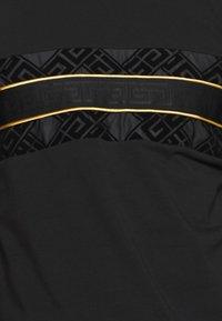 Glorious Gangsta - BARCO TEE - Print T-shirt - black/gold - 5