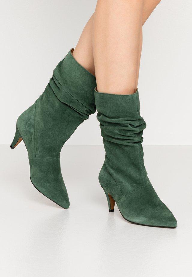 Boots - hierba