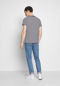 Tommy Hilfiger - STRETCH SLIM FIT VNECK TEE - T-shirt basic - blue/white - 2