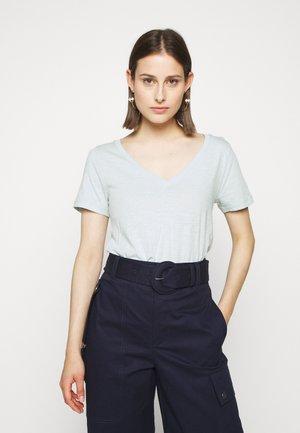 VINTAGE V NECK TEE - Jednoduché triko - faded mint
