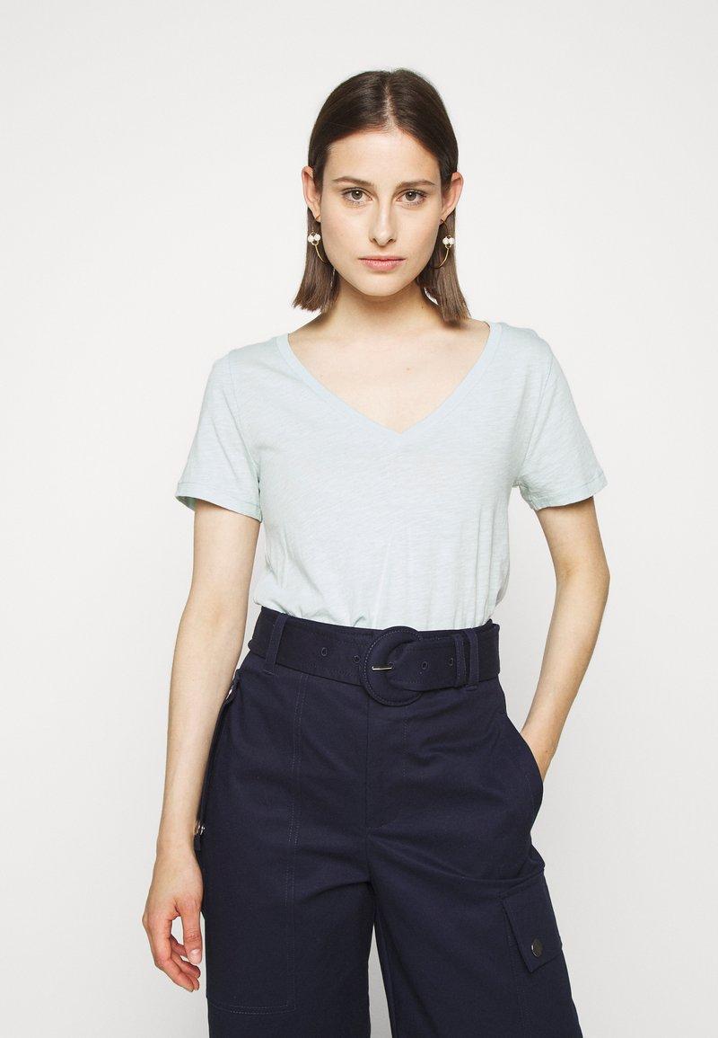 J.CREW - VINTAGE V NECK TEE - Basic T-shirt - faded mint