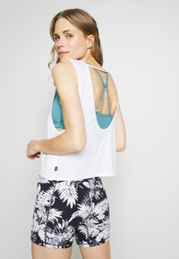 Cotton On Body - CROPPED KEY HOLE WASHED TANK - Top - white - 2