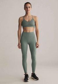 OYSHO - Light support sports bra - green - 1