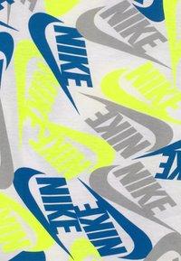 Nike Sportswear - FUTURA TOSS - Print T-shirt - white - 2