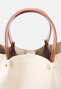 PARFOIS - SHOPPER BAG PEGGY SET - Handbag - ecru - 4