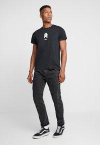 Levi's® - LEVI'S® X STAR WARS GRAPHIC - T-shirt imprimé - black - 1