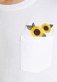 Hollister Co. - CREW - Print T-shirt - white - 4
