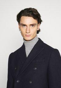 Isaac Dewhirst - PEAK COAT - Classic coat - dark blue - 3