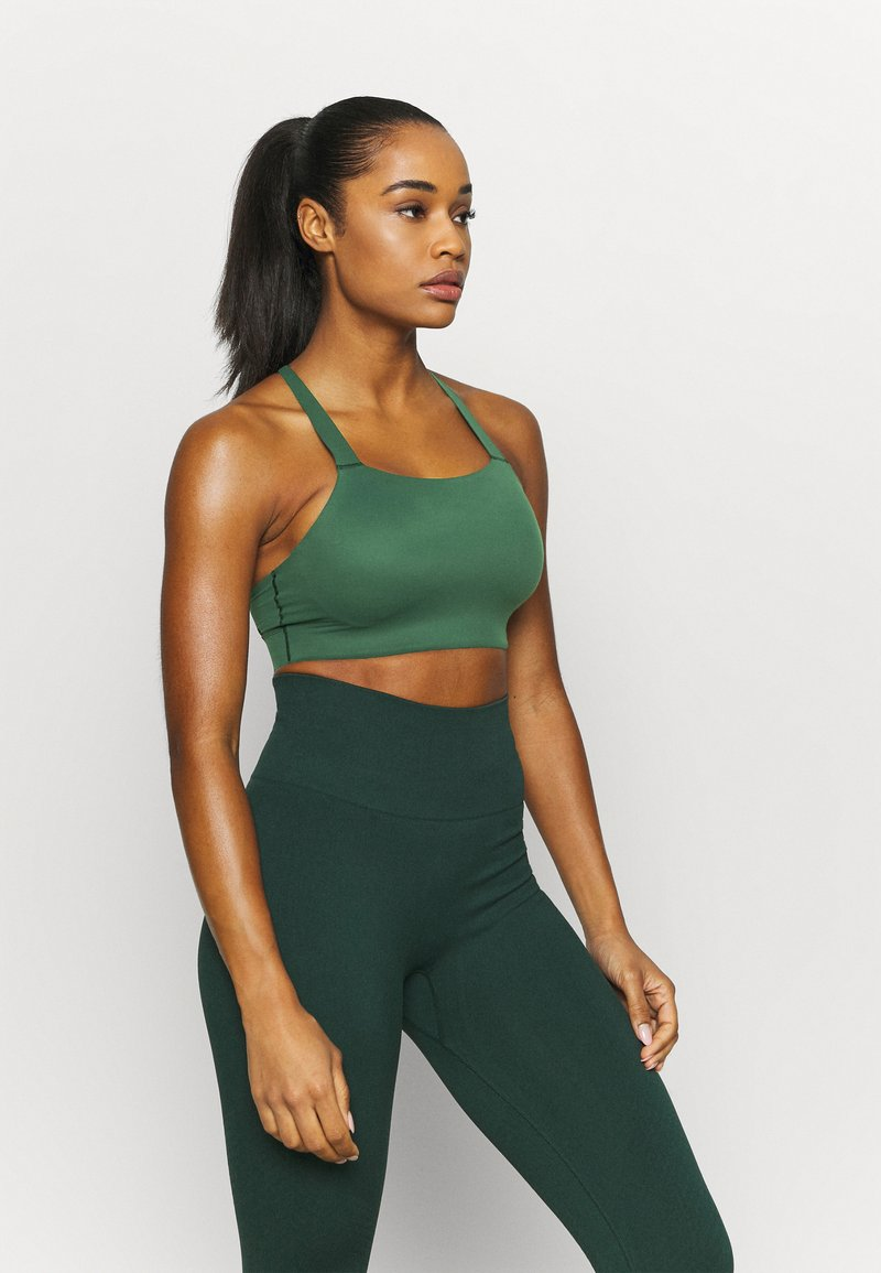 Nike Performance - LUXE BRA - Medium support sports bra - pro green/vintage green