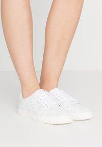Lauren Ralph Lauren - JOSLIN - Sneakers laag - white - 0