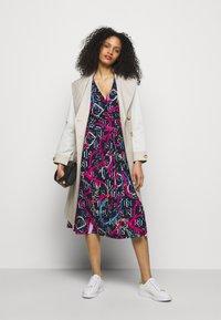 Lauren Ralph Lauren - PRINTED MATTE DRESS - Jersey dress - navy/aruba pin - 1
